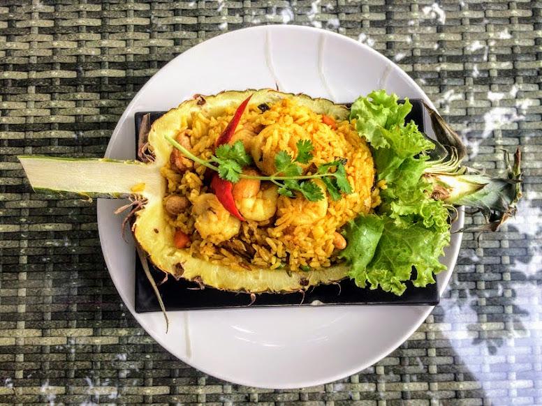 המסעדה של הסארי קנטנג (sarikantang) בהאדרין. מלון מומלץ בקופנגן, תאילנד