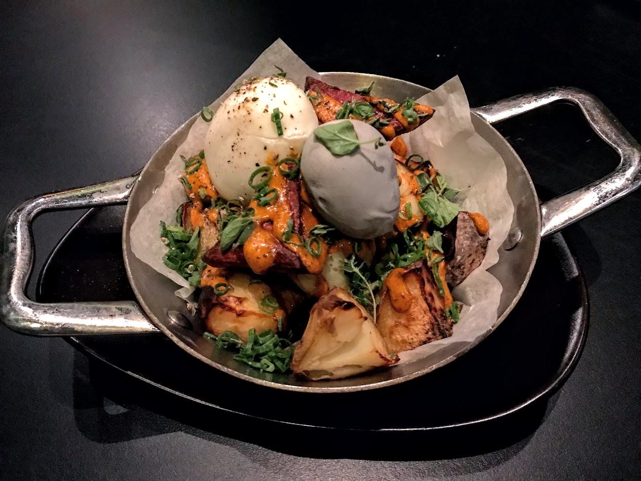 מנת תפוחי אדמה, במסעדת SELLAS מתוך ארוחת קונספט של השף אור גינסברג בהשראת סיפור ההישרדות של יוסי גינסברג באמזונס.
