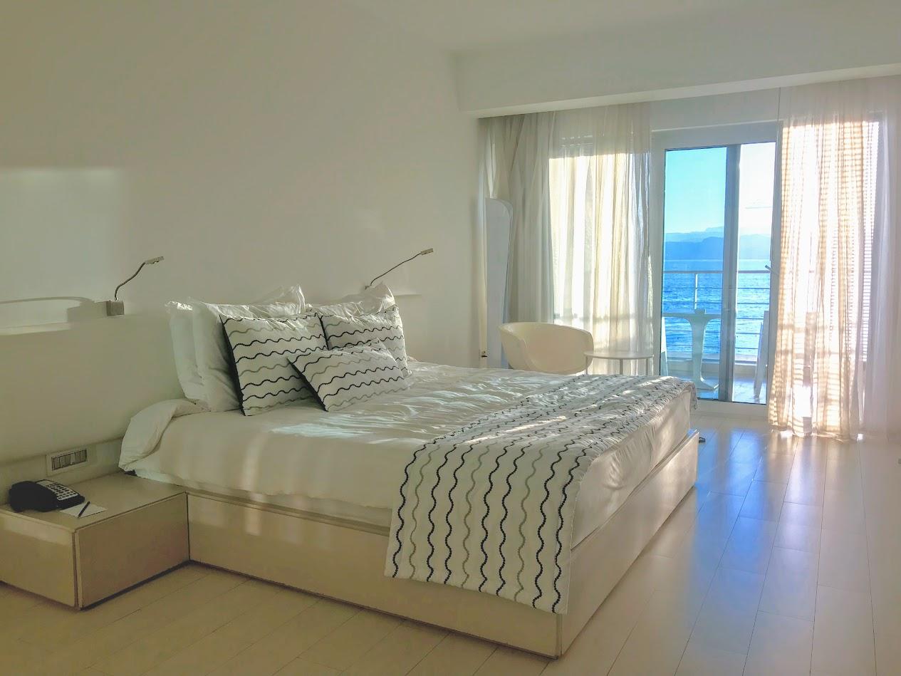 חופשה בעקבה: איפה לישון ומה לאכול בעיר הנופש של ירדן. החדר במלון קמפינסקי