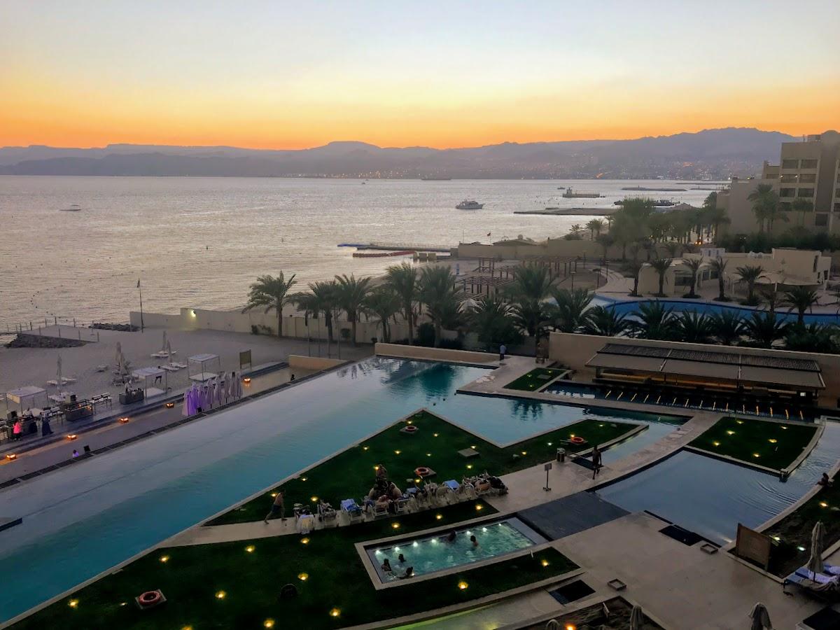 חופשה בעקבה: איפה לישון ומה לאכול בעיר הנופש של ירדן. הנוף מהחדר, מלון קמפינסקי