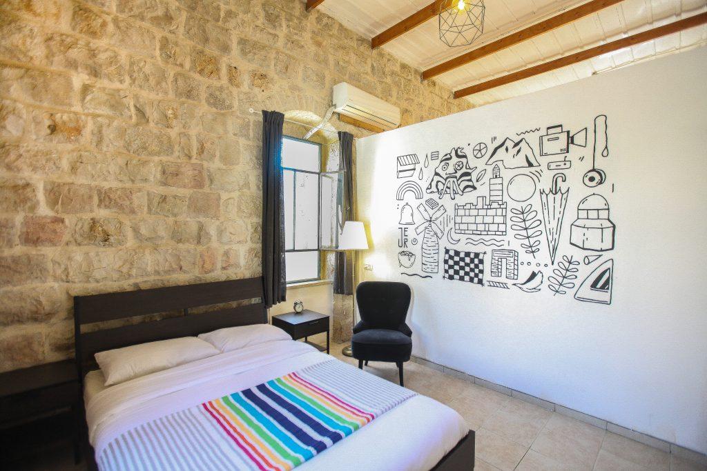 """איפה כדאי לישון בירושלים. דירת AIRBNB מומלצת לסופ""""ש ירושלמי מפנק"""