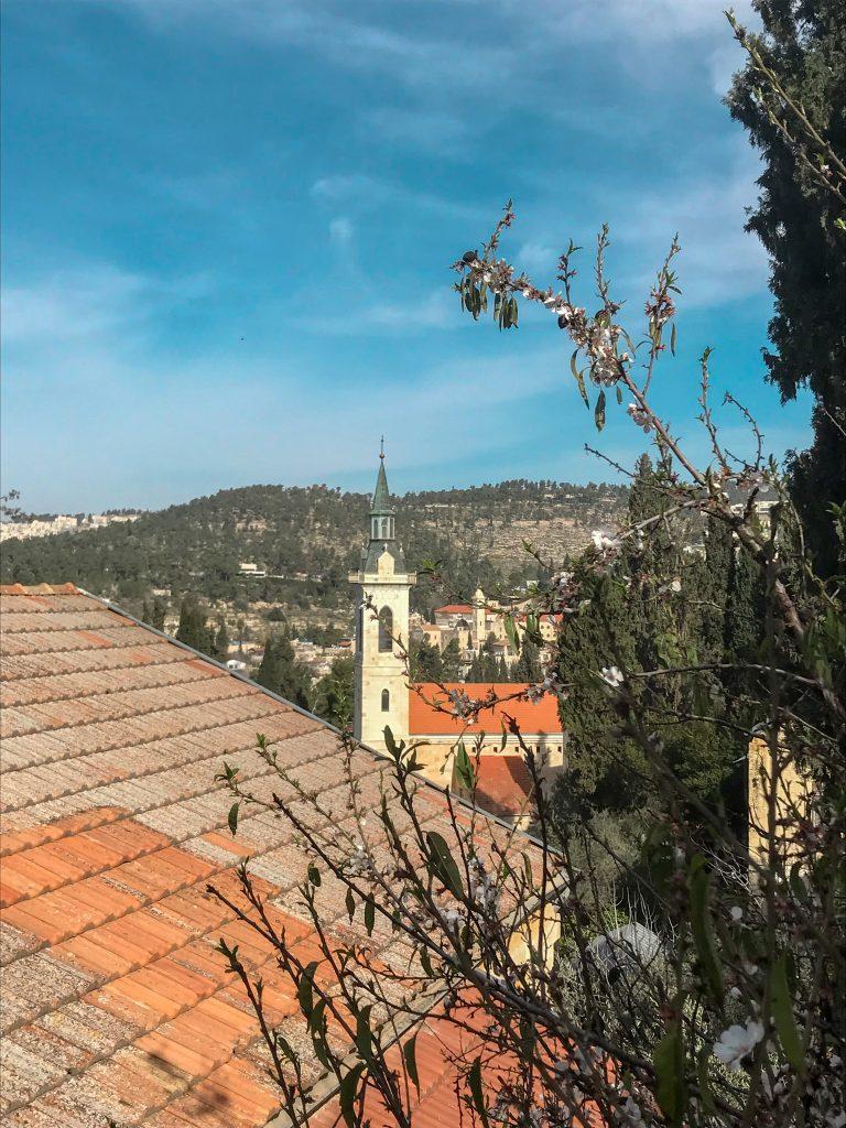 הנוף ממנזר גורני בעין כרם. המלצות לטיול יום וביקור באתרים נוצריים בירושלים
