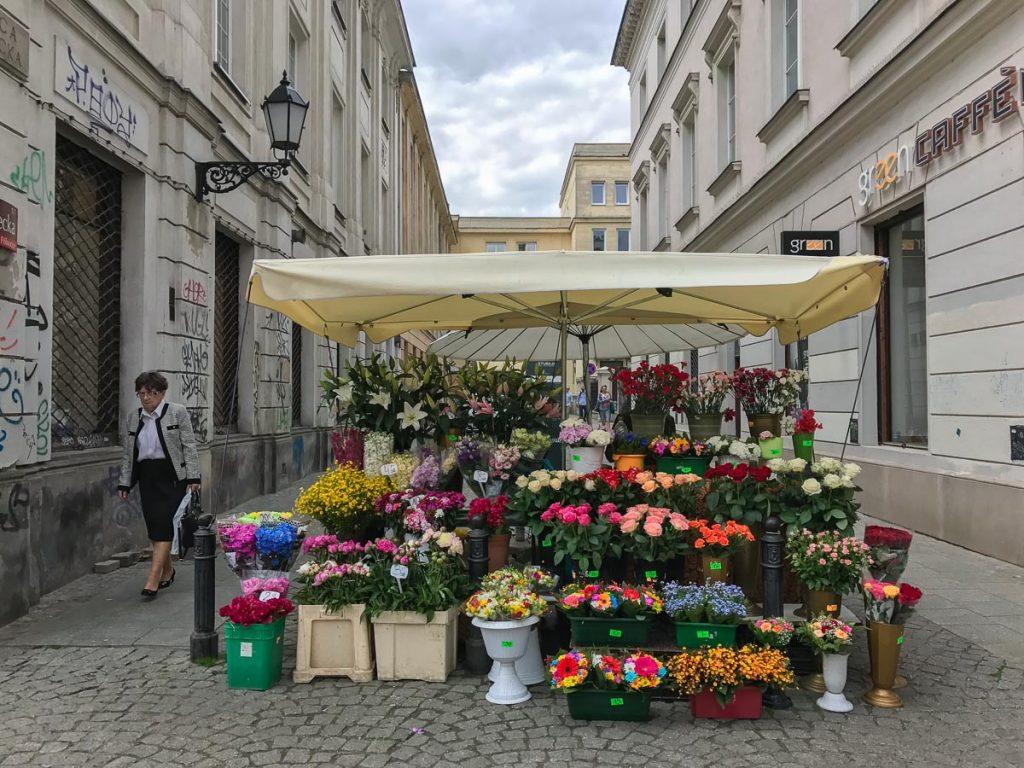 """רחובות מסבירי פנים ורשה מקבלים אתכם אל סופ""""ש של אוכל ושופינג בבירת פולין"""