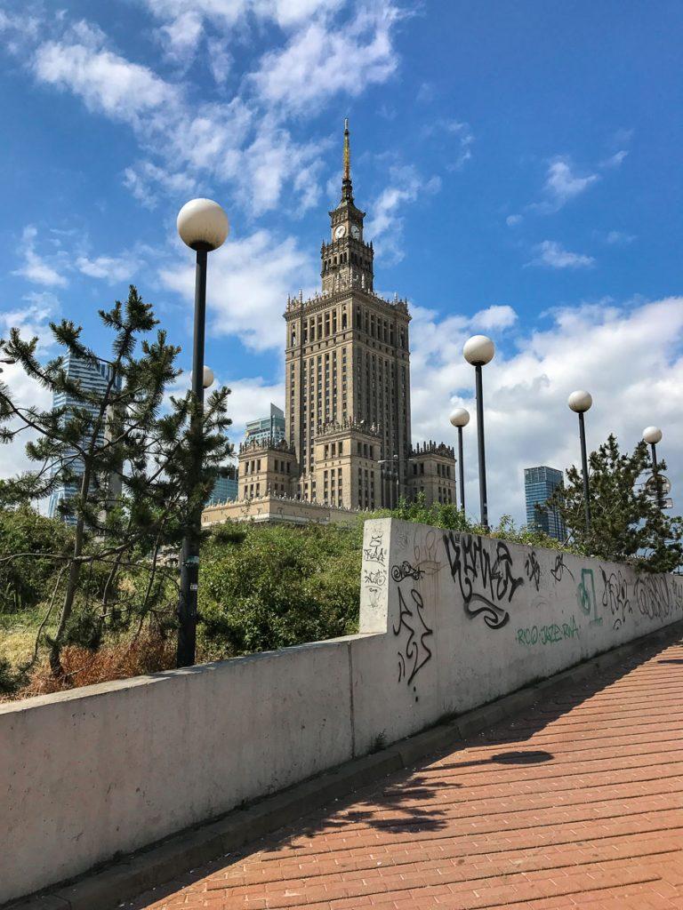 """Palace of Culture and Science בורשה. מומלץ לעשות כאן הפסקת קפה במהלך סופ""""ש של אוכל ושופינג"""