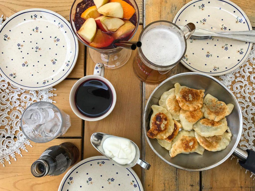 """פירוגי בעיר העתיקה בורשה. עצירת חובה במהלך סופ""""ש של אוכל ושופינג בבירת פולין"""