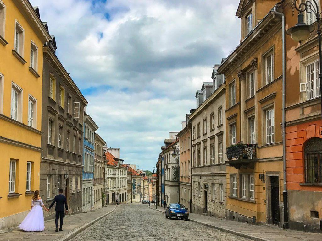 """העיר העתיקה בורשה. עצירת חובה במהלך סופ""""ש של אוכל ושופינג בבירת פולין"""