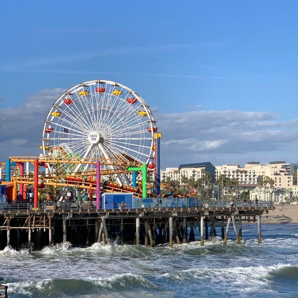 מזח סנטה מוניקה. מתוך טיול בלוס אנג'לס: מה עושים, איפה ישנים ואיזה מקומות אסור לפספס בעיר המלאכים
