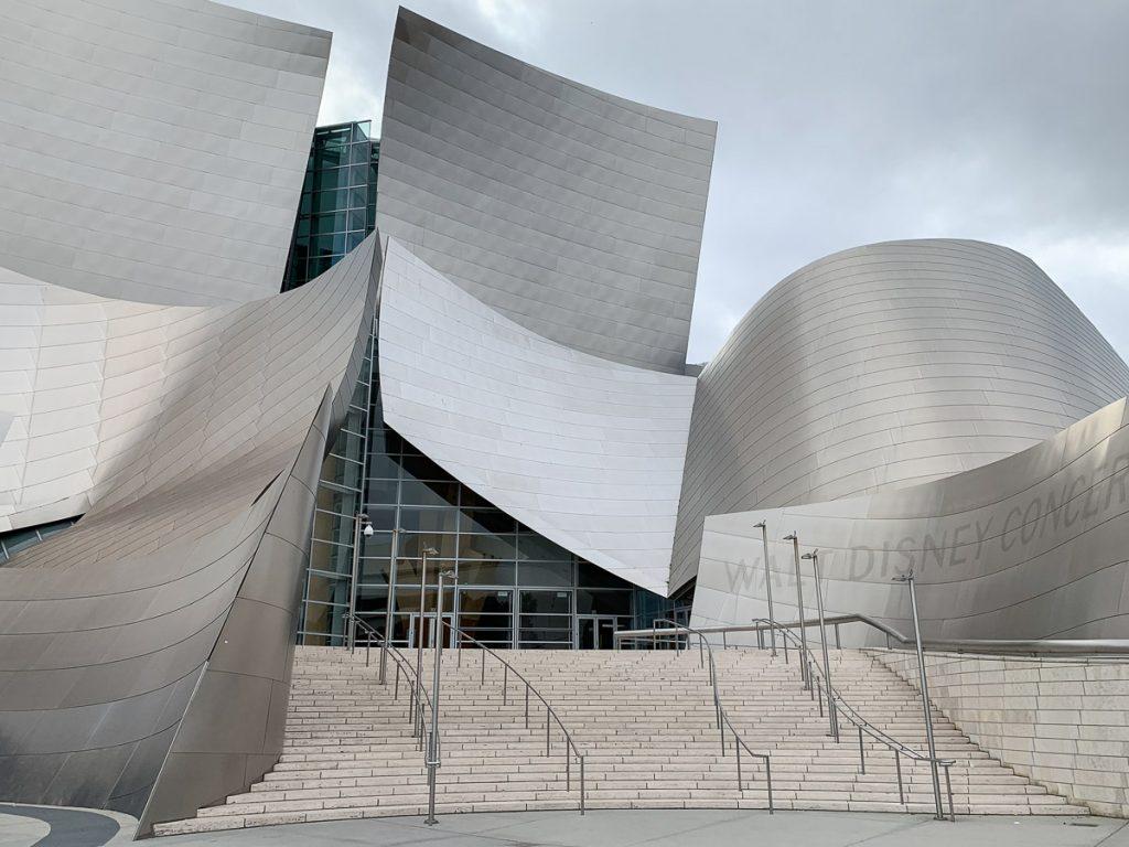 אולם הקונצרטים על שם וולט דיסני. מתוך טיול בלוס אנג'לס: מה עושים, איפה ישנים ואיזה מקומות אסור לפספס בעיר המלאכים