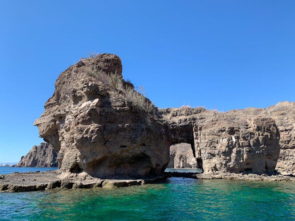 Danzante Island האי המרקד. מתוך חופשה בעיר הנופש לורטו. מה עושים, איפה מטיילים ובאיזה מסעדות אוכלים בגן העדן הנסתר של מקסיקו
