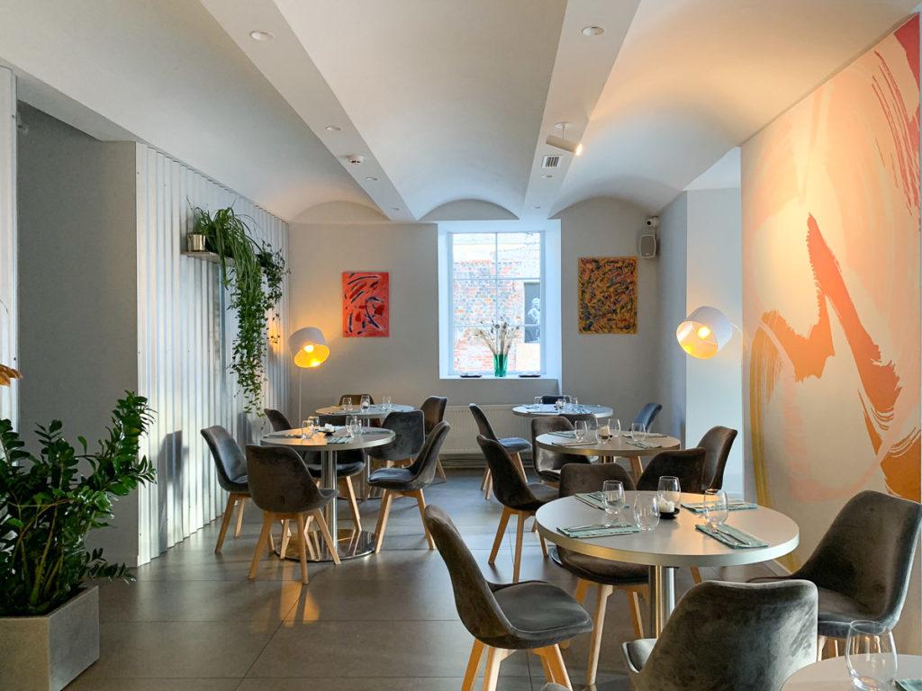 """קובנה: העיר הגי מגניבה בליטא. מה עושים ואיפה אוכלים במהלך סופ""""ש חופשה בעיר המזרח אירופאית. בתמונה: מסעדת IETI"""