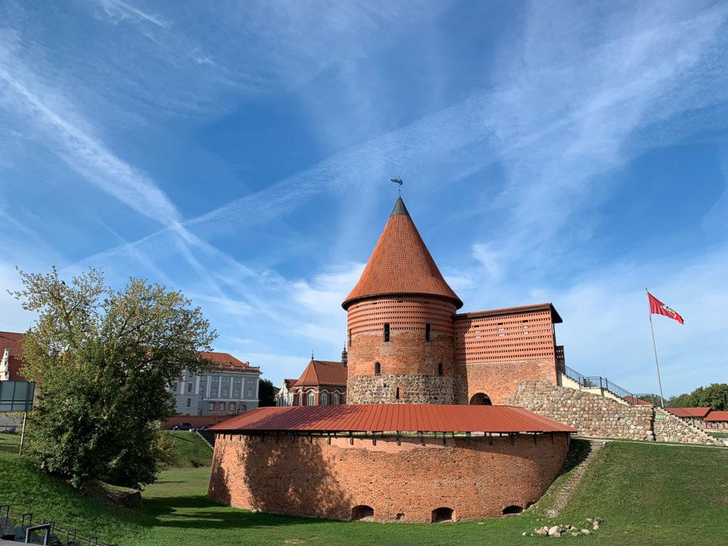 """קובנה: העיר הגי מגניבה בליטא. מה עושים ואיפה אוכלים במהלך סופ""""ש חופשה בעיר המזרח אירופאית. בתמונה: טירת קובנה"""