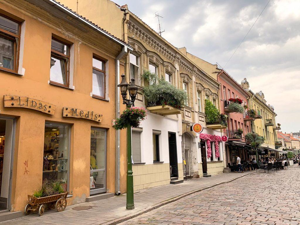 """קובנה: העיר הגי מגניבה בליטא. מה עושים ואיפה אוכלים במהלך סופ""""ש חופשה בעיר המזרח אירופאית. בתמונה: מדרחוב Vilniaus"""