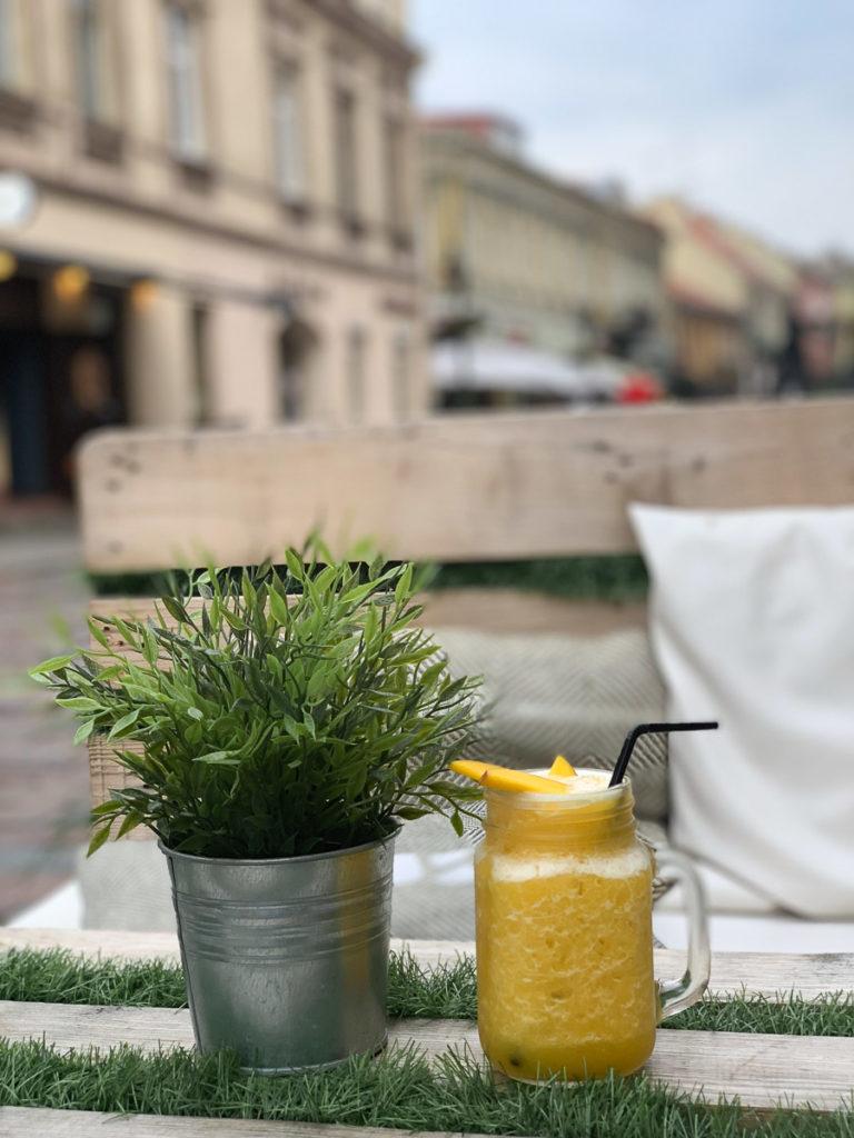 """קובנה: העיר הגי מגניבה בליטא. מה עושים ואיפה אוכלים במהלך סופ""""ש חופשה בעיר המזרח אירופאית. בתמונה: קפה Uvus"""